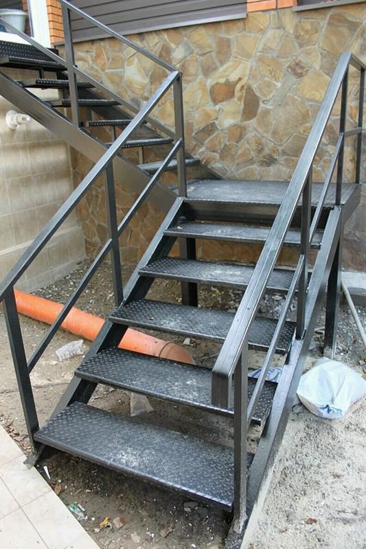 Лестница из крепкой стали в Алматы