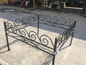 Металлические стальные железные кованные оградки