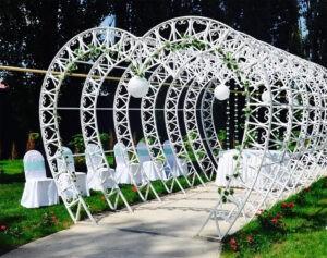 Шикарная кованная свадебная аркада