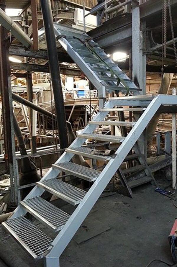 Лестница из металла на склад