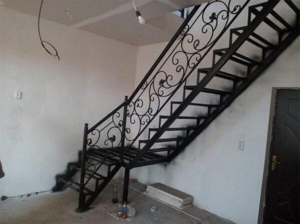 Кованная лестница на второй этаж