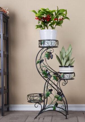 Металлическая подставка под цветы