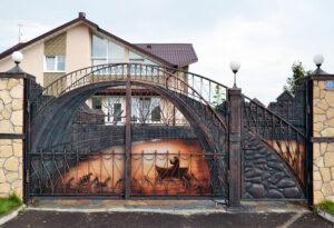 Металлические ворота с художественным оформлением
