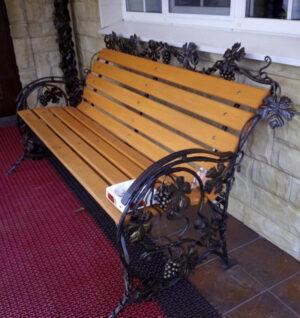 Купить скамейку с виноградной лозой